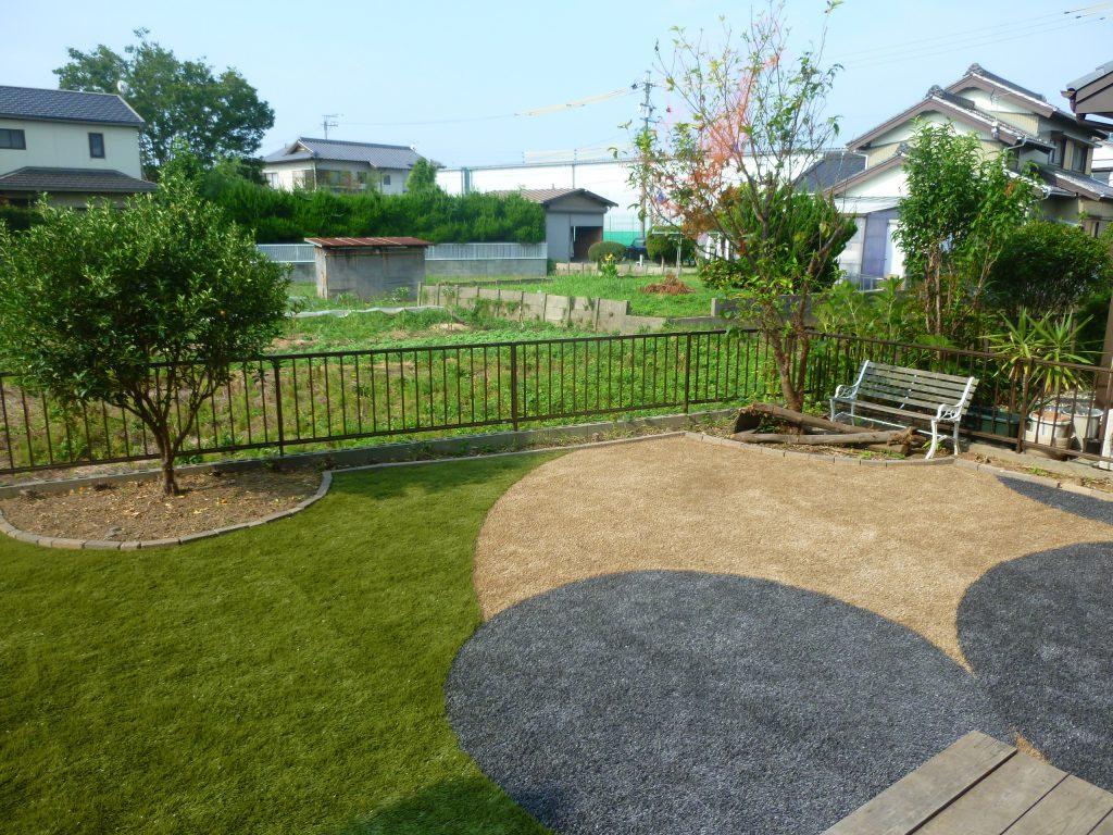 人工芝でおしゃれな庭を実現
